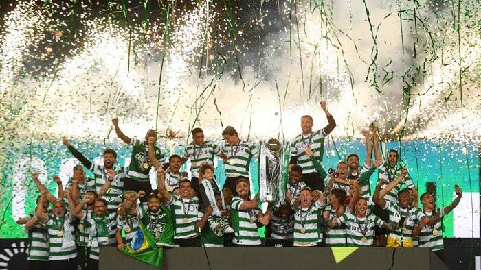 Lisabonas ''Sporting'' triumfē Portugāles čempionātā pēc 19 gadu pārtraukuma