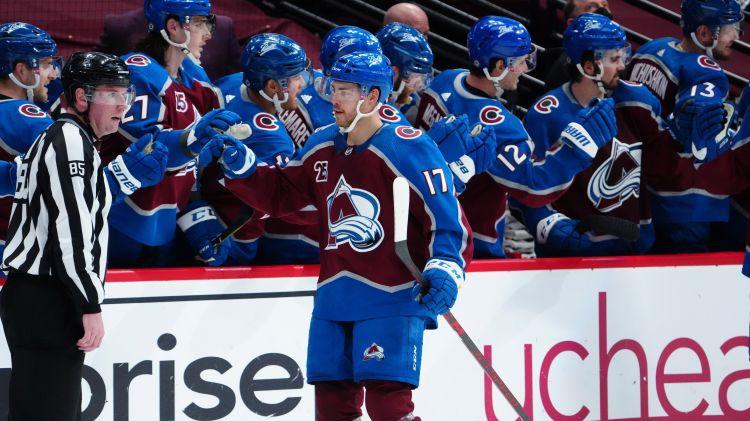 """""""Avalanche"""" pēdējā spēlē izrauj NHL regulārās sezonas uzvarētājas titulu"""
