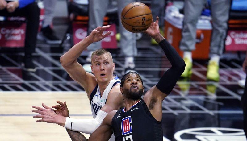 """Porziņģim 20 punkti, Dončičam 39+7+7, """"Mavericks"""" atkārtoti pārspēj """"Clippers"""""""
