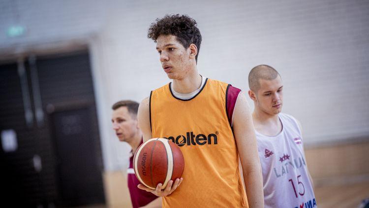 Latvijas U19 izlasei tikai 13 punkti otrajā puslaikā un zaudējums arī Igaunijas U20 komandai