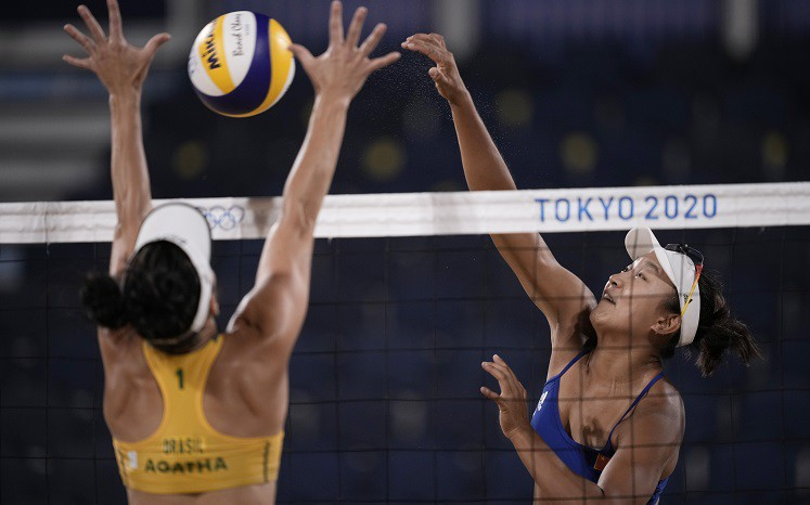 Ķīnietes pārsteidz sieviešu pludmales volejbola turnīrā
