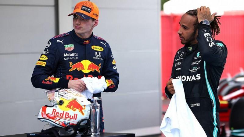 """FIA noraida """"Red Bull"""" prasību, Hamiltonam lielāku sodu nepiešķirs"""