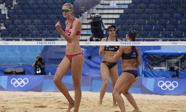 ASV un Kanādas pludmales volejbolistes apliecina favorīšu statusu