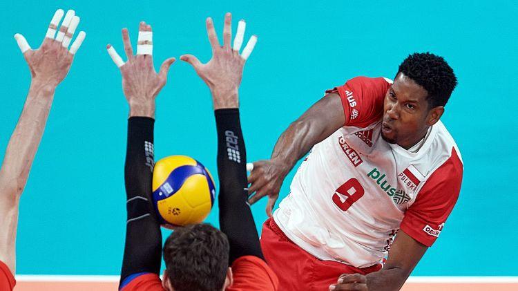 Polija trīs setos sakauj krievus, Eiropas čempionāta pusfinālā arī serbi