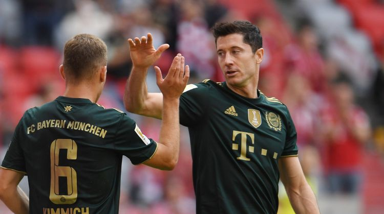 """Bayern"" ar 7:0 sagrauj 2. Bundeslīgas čempioni, Leipciga turpina zaudēt punktus"