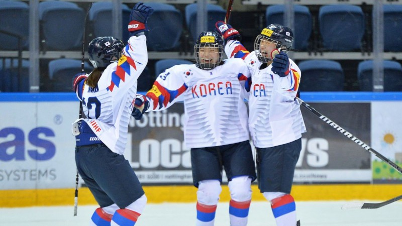Dienvidkorejas hokejistes zaudē, bet kvalificējas, tālāk soļo arī Itālija un Polija